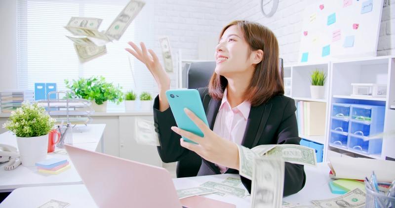 金運をあげて会社の売り上げが上がっている女性